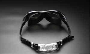 UV Protection, Anti Fog, Clear Vision, Comfort Fit, Adjustable Buckle, Non Leaking Swimming Goggles pictures & photos