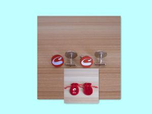 Latest Personalized Red and White Disk Hotel Promotional Brass Cufflinks pictures & photos