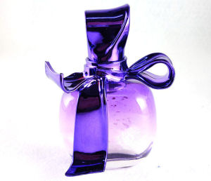 Women Perfume with Purple Bottle and Decoration pictures & photos