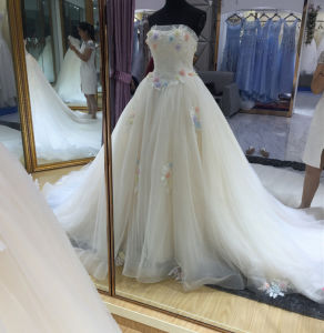 2017 New Style Soft Handmade Ball Gown Wedding Dress with Colorful Flowers pictures & photos