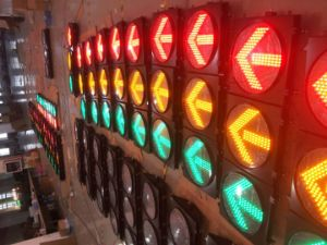 300mm Traffic Signal Light with Red Cross & Green Arrow pictures & photos