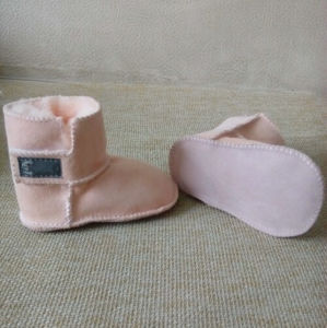 Warm Winter Wholesale Soft Leather Baby Shoe in Sand pictures & photos