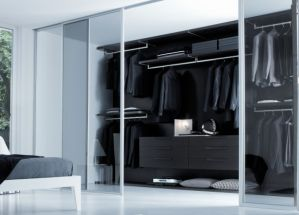 Modern Style Customized Walk in Closet Wooden Wardrobe with Glass Door pictures & photos