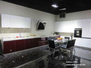 White UV High Glossy Kitchen Cabinet (ZH096) pictures & photos