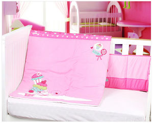 Baby Bedding Set in Pink Including Bumper & Quilt pictures & photos