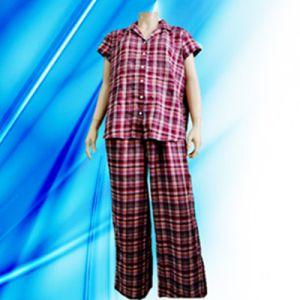 100% Cotton Lady′s Allover Print Pajamas pictures & photos