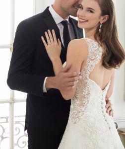 V-Neck Bridal Dress Vestido A-Line Lace Wedding Gowns W1223 pictures & photos