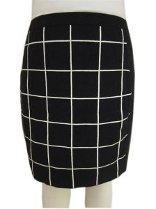 Women′s Knitted Grid Pattern Design Skirt Knitwear