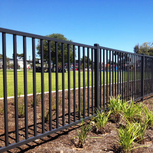 Wholesale of Quality Gloss Black Powder Coated Backyard Tubular Garden Fence pictures & photos