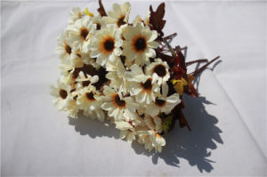 Wholesale Cheap Silk Artificial Daisy Flowers for Decoration pictures & photos