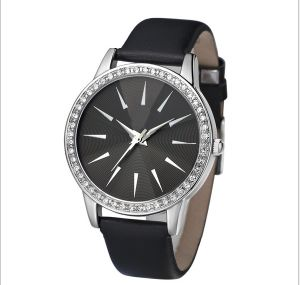 Fashion Japan Movement Lady Diamond Wrist Watch pictures & photos
