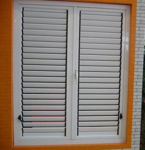 Double Glazing Modern Casement Louvered Window pictures & photos