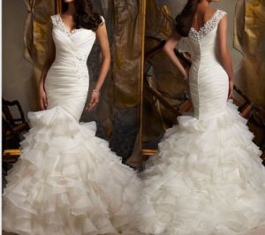 Lace V-Neck Bridal Gown Ruffles Organza Wedding Dresses Lb1723 pictures & photos
