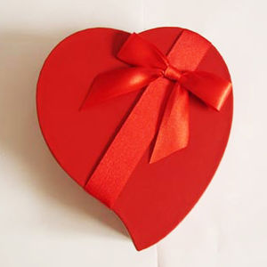 2016 Hot Sale Heart Shape Paper Gift Boxes with Ribbon pictures & photos