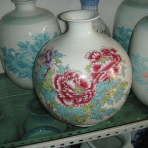 Chinese Antique Painted Porcelain Vase Lw537 pictures & photos