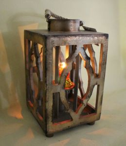 Chinese Classical Antique Metal Color Painting Environmental Metal Hollow Diamond Lantern pictures & photos