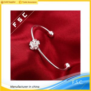 Charm Jewelry Cheap Price Silver Plated Flower Cut Bracelet pictures & photos