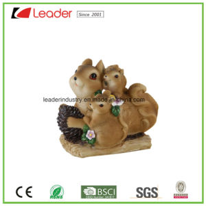 Decorative Polyresin Hot-Sale Squirrel Standing Statue for Garden Ornaments pictures & photos