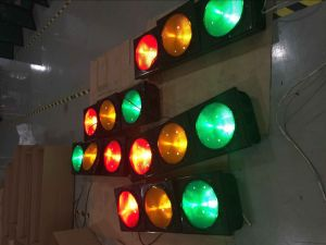 Ce & RoHS Approved High Flux LED Flashing Traffic Light with Clear Convex Lens pictures & photos