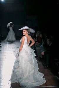 European Design Ruffle Organza Wedding Dress pictures & photos