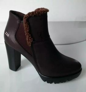 New Comfort Medium High Heels Leather Boots for Lady (S 94)