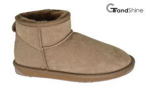 Women′s Classic Sheepskin Ankle Boots pictures & photos