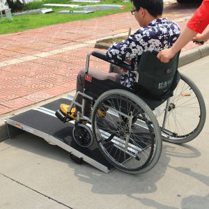 Antiskid Aluminium Loading Wheelchair Ramp pictures & photos