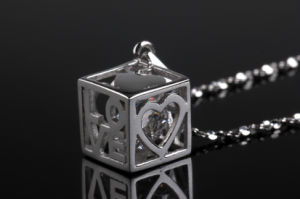 2015 Exclusively Designed Square Shape Diamond Inner Fashion Pendant pictures & photos