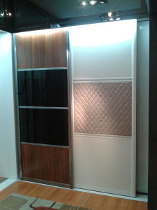 Factory Directly Sell Slidding Door Wardrobe (customized size) pictures & photos