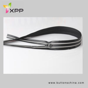 High Quality Reflective Zipper pictures & photos