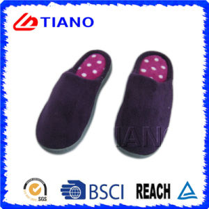Comfortable and Warm Indoor Slipper for Man (TNK36008) pictures & photos