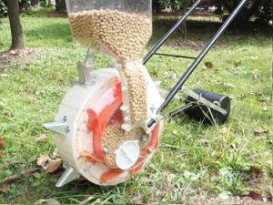 Ilot Hot Sale Walking Type Corn Seeder Planting Machine pictures & photos