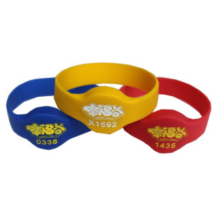 Promotional Silicon RFID Hand Band NFC Bracelet for Festival pictures & photos
