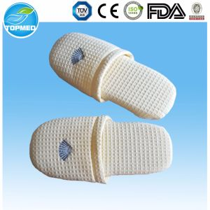 High Quality Disposable Hotel Slippers with Customized Logo pictures & photos