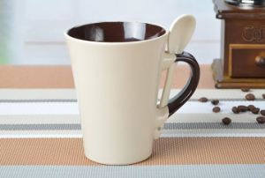 Wholesale Corlor Glazed V Shape Coffee Mug and Spoon with Logo pictures & photos