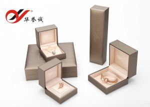 Plastic Jewellery Box Set in Champagne Leatherette Paper pictures & photos