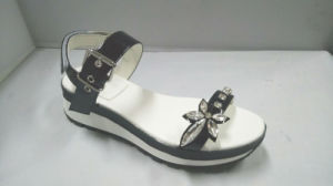 Ladly Patent Leather Flat Rubber Outsole Attached Crystal Casual Comfortable Sandals pictures & photos