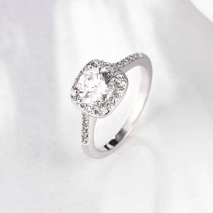 Fashion Zircon Platinum Ring Elegant Design for Women Wedding pictures & photos
