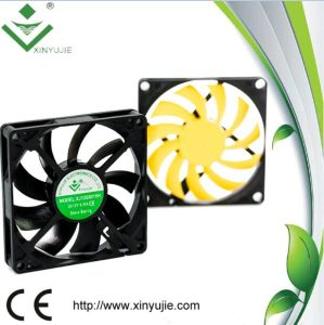 80*80*15mm DC Cooling Fan Made in China 2016 Hot Selling Plastic Fan pictures & photos