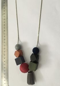 Wood, Acrylic Stones, Threaded Ball and Metal Mixed Necklace Jewelry pictures & photos