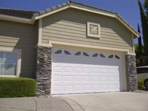Automatic Garage Door with Good Quality and Price pictures & photos