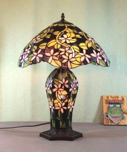 Art Tiffany Table Lamp 824 pictures & photos