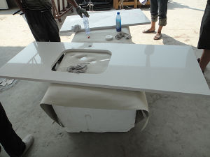 White Artificial Quartz Stone for Countertop and Kitchen Top pictures & photos