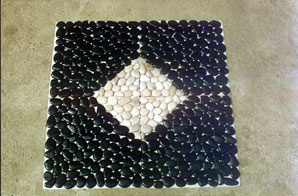 China Polished Black River Pebble Stones pictures & photos