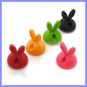 SGS Approved TPR Material Eco-Friendly Wire Clip Rabbit Ear Cable Winder pictures & photos