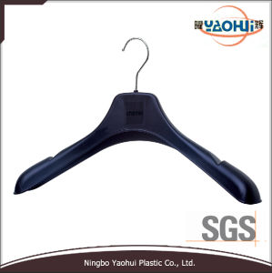 Fashion Black Plastic Jacket Hanger with Metal Hook (46cm) pictures & photos