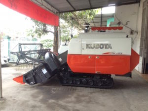 Kubota DC70g Rice Combine Harvester pictures & photos