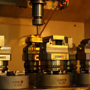 Small Its50 Self Centering Vise for CNC Lathe Use pictures & photos