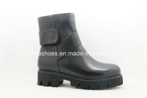 New Cool Simple European Leather Women′s Boots pictures & photos