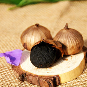 High Quality Single Clove Black Garlic Made of China 200g/Bag pictures & photos